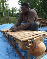 Inizo Julien Coulibaly - Fabrication et accordage d'un balafon au Mali